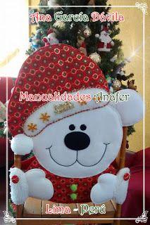 Manualidades Anafer: Cubresillas Navideños Christmas Chair, Christmas Time, Christmas Stockings, Christmas Crafts, Christmas Ornaments, Chair Covers, Snowman, Crochet Hats, Snoopy