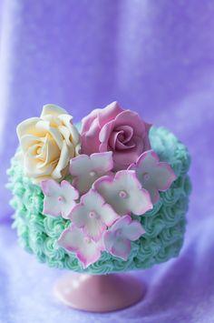 Lulu's Sweet Secrets: Mini Cake