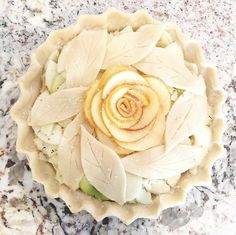 😘 Every pie is unique over here. here is a sneak peek at the New Apple Rosemary Pie! Accepting orders for… Beautiful Pie Crusts, Pie Crust Designs, Pie Decoration, Pies Art, Pie Tops, Sweet Pie, No Bake Pies, Pie Dessert, Quiches