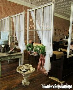Windows as a Room Divider! Great Idea Windows as a Room Divider! Kitchen Seating Area, Seating Areas, Patio Seating, Patio Table, Dining Tables, Indoor Outdoor Kitchen, Old Windows, Antique Windows, Vintage Windows