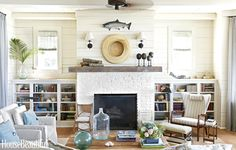 House of Turquoise: Tammy Connor Interior Design Home Living Room, Living Room Furniture, Living Room Designs, Living Room Decor, House Of Turquoise, Front Room Decor, Slipcovers For Chairs, Living Room Inspiration, Beach House Decor