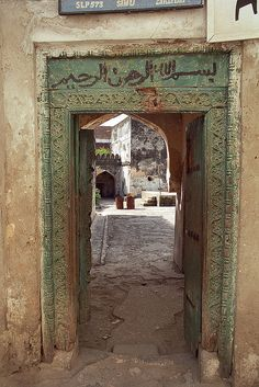 The doors in Zanzibar outnumber the doors, both in number and in grandness, found elsewhere along the coast, and thus being named 'Zanzibar doors'.