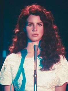 Lana Del Rey debuts new look by swapping beehive for curls in her new video for song Ride where Lana hangs out with Hell's Angels and wears a feather headdress Lana Del Rey Ride, Lana Del Ray, Lana Rey, Lana Del Rey Hair, Pretty People, Beautiful People, Lana Del Rey Quotes, Lana Del Rey Lyrics, Feather Headdress