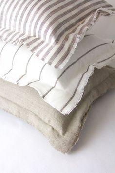 The easiest & cheapest vintage grain sack pillow covers ever! Diy Pillows, Linen Pillows, Handmade Pillows, Linen Bedding, Bed Linens, Diy Blankets, Cushions, Boho Pillows, Throw Pillows