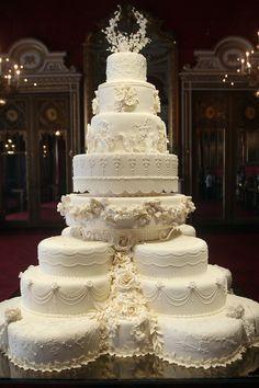 Ein unappetitliches Angebot? Das Londoner Auktionshaus Chiswick versteigert ein Stück der Hochzeitstorte von William und Kate – aus dem Jahr 2011.