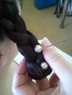 14th Century hairstyle by Comtesse EzaBella
