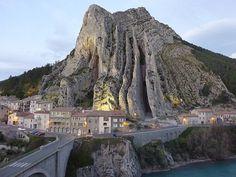 Das Tor zur Provence - Sisteron #Wohnmobil #Reisen #Frankreich #Sisteron