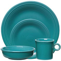 casual dinnerware Fiesta Place Setting In Turquoise - Bold color and classic style merge beautifully in iconic Fiesta Dinnerware. Fiesta's timelessly chic concentric ring p Stoneware Dinnerware Sets, Plastic Dinnerware, Porcelain Dinnerware, Tableware, Serveware, Thomson Pottery, Fiesta Kitchen, Turquoise Bedding, Fiesta Colors