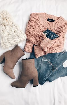 cozy winter outfit | pink sweater and pom pom hat
