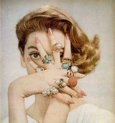 I love vintage cocktail rings! Carmen Dell'orefice, 1950s Jewelry, Jewelry Ads, Vintage Jewelry, Jewelry Accessories, Jewelry Rings, Nice Jewelry, Photo Jewelry, Vintage Accessories