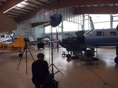 Über den Wolken  Die nächste Station der Videodrehs für Protiq führte uns heute in die Flugzeug-Hangars von der Porta Air Service GmbH ! :)