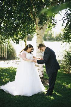first look, plus size bride, wedding gown, wedding