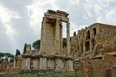 El Foro de Roma_Templo de Vesta. templo circular de orden corintio y entablamento de origen griego.