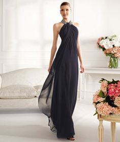 Long dress nero con collo prezioso