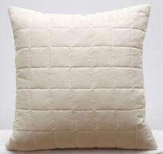 Krémová prešívaná obliečka na vankúš Throw Pillows, Bed, Home, Toss Pillows, Cushions, Stream Bed, Ad Home, Decorative Pillows, Homes