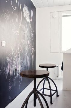 Love this - kitchen chalkboard wall would most likely put it in a game/family room Chalkboard Wall Kitchen, Chalkboard Wall Bedroom, Outdoor Chalkboard, Blackboard Wall, Chalkboard Paint, My Ideal Home, Cuisines Design, Interior Inspiration, Interior Ideas