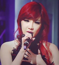 Bom is such a great singer!!! <3 <3 she totally rocks the red hair