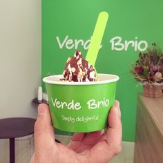 Headed into Subiaco today to sample the delicious frozen yoghurt @verde.brio. Wow it tastes amazing. All natural and made fresh daily. This creamy cup of deliciousness is topped with chocolate and hazelnuts - too good 👌🏼♥️🍨🍫🥄 #foodiecravings #foodiecravingswriter #frozenyogurt #verdebrio #chocolate #hazelnut #new #perth #perthisok #subiaco #greendelight #dessert #summer 💚💚💚