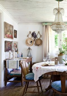 A California Beach House Has the Coolest Girl Boss Corner - California Home Tour: Modern Eclectic Beach House Rustic Chic, Rustic Decor, Farmhouse Decor, Living Room Furniture, Furniture Sets, Dining Rooms, Recycled Furniture, Antique Furniture, 1970s House