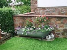 Plant picture result for zinc tub - Bepflanzung Garden Junk, Garden Tools, Home And Garden, Plant Images, Plant Pictures, Old Bathtub, Bathtub Ideas, Outdoor Spaces, Outdoor Decor