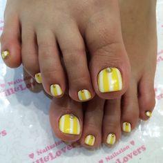 キイロ✖️ストライプ #jillandlover #nail #フットネイル #nailart #paragel #gelnail #gel #イエロー #shibuya