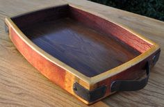 Wine Barrel Furniture Tray - home/decor Wine Barrel Crafts, Wine Barrel Table, Whiskey Barrel Furniture, Barris, Barrel Projects, Bourbon Barrel, Whiskey Barrels, Woodworking Projects Diy, Wine Shipping