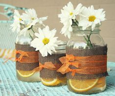 I cannot get enough of mason jars crafts, especially when it comes to DIY wedding centerpieces!