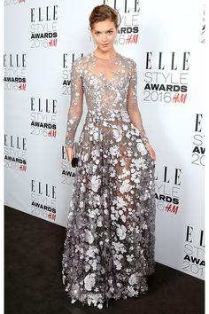 Los ELLE Style Awards 2016 ponen el punto final a la Semana de la Moda de Londres. Entre los invitados VIP que se dejaron caer por la fiesta Bella Hadid, Liv Tyler, y Karlie Kloss que recibió el premio a Mujer Inspiradora del Año. Repasamos todos los looks.