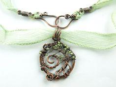 Tree of life, copper and Peridot. Lebensbaum Kupfer mit Seidenband