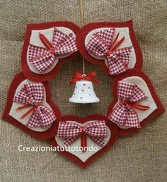 felt hearts for Christmas Valentine Crafts, Christmas Projects, Holiday Crafts, Valentines, Felt Christmas Decorations, Felt Christmas Ornaments, Christmas Wreaths, Reindeer Christmas, Christmas Sewing