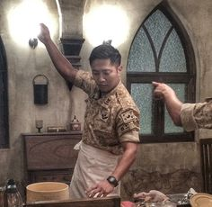 Jin Goo is a skillful chef in 'Descendants of the Sun' behind-the-scenes cut