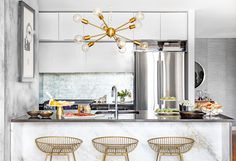 Discover Kitchen design ideas & inspiration, expertly curated for you. Explore Kitchen decor and design ideas, save them to inspire your next project, and shop your favorite products. Dining Nook, Dining Room Walls, Dining Room Design, Easy Home Upgrades, Room Interior Design, Kitchen Cabinetry, Modern Kitchen Design, Kitchen Decor, Kitchen Ideas
