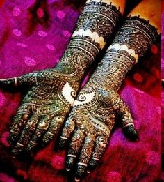 Amazing Mehndi design.