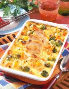 Rosenkohl-Auflauf mit Hähnchenfilet The recipe for Brussels sprouts casserole with chicken fillet and more free recipes on LECKER. Chicken Fillet Recipes, Shrimp Recipes, Beef Recipes, Recipe Chicken, Vegetarian Recipes, Chicken Casserole, Casserole Recipes, Pollo Guisado, Evening Meals