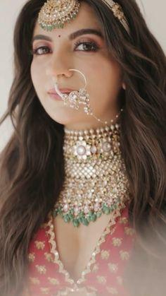 Lehenga Choli Wedding, Wedding Lehenga Designs, Designer Bridal Lehenga, Indian Bridal Lehenga, Pakistani Bridal Wear, Indian Bridal Photos, Indian Bridal Makeup, Indian Bridal Outfits, Indian Gowns Dresses
