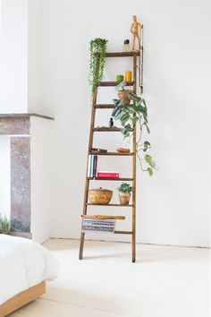 """ladder as a """"shelf"""" to add height Hanging Plants, Indoor Plants, Ladder Decor, Sweet Home, Home And Garden, New Homes, Flooring, Interior Design, Bedroom"""