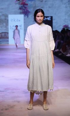 Eka by Rina Singh - Lakme Fashion Week - SR 17 - 16 # Casual Outfits indian fashion weeks Eka by Rina Singh - Lakme Fashion Week - SR 17 - 16 India Fashion Week, Lakme Fashion Week, Fashion Weeks, Indian Designer Wear, Indian Designers, What Should I Wear Today, Indian Wear, Indian Fashion, Casual Outfits
