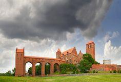 Castle in Kwidzyn | Poland  {Zamek w Kwidzynie jest budowlą wzorowaną na krzyżackich zamkach. Wybudowany w XIII wieku, był siedzibą kapituły pomezańskiej w Kwidzynie}