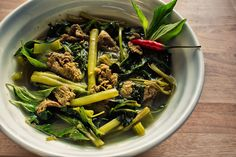 Salaw machu kroeung, a Cambodian food staple, is a mixture of salty, sour & spicy with a distinct Cambodian taste due to kroeung, a Cambodian lemongrass mixture Spicy Soup, Sour Soup, Healthy Dishes, Savoury Dishes, Cambodian Food, Cambodian Recipes, Lemongrass Soup, Beef Tripe, Asian Recipes