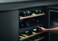 Fisher & Paykel pride themselves on creating clear and simple-to-use products. The wine fridges all have different temperature zones for both red and white wine, with a clear display to help you set the optimum temperature. White Wine, Red Wine, Laundry Powder, Wine Cabinets, Wine Fridge, Door Handles, Red And White, Kitchen Appliances, Contemporary