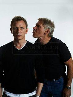 Daniel Craig & Harrison Ford #HarrisonFord Son statut d'acteur majeur du cinéma de divertissement lui vaut d'être consacré « star du siècle du box-office » en 1994 par l'Association nationale des propriétaires de salles de spectacle.