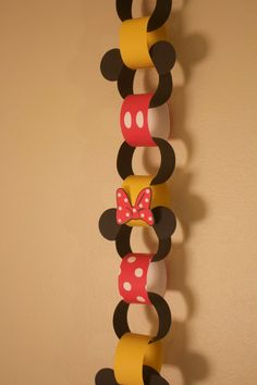 Mickey and Minnie Countdown Chain – Classic Mickey and Minnie Countdown Chain. Perfect for a Disney Themed Party. Mickey Mouse Birthday Decorations, Theme Mickey, Fiesta Mickey Mouse, Mickey Mouse Parties, Mickey Birthday, Mickey Party, Disney Themed Party, Disney Parties, Elmo Party