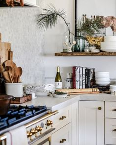 Love this kitchen corner!