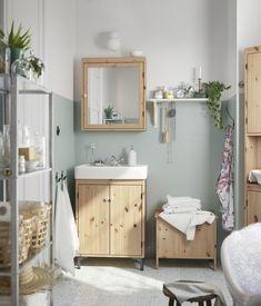SILVERÅN/LILLÅNGEN, לחדר אמבטיה כחול - ארגז לכביסה במקום ארון גבוה. בלבן