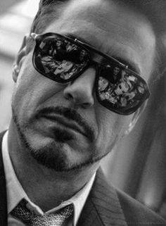 Robert Downey Jr (Iron man helmet seen in reflection of glasses) Disney Marvel, Foto Twitter, Robert Downey Jr., Iron Man Tony Stark, Leonard Cohen, Downey Junior, Famous Faces, Gorgeous Men, Star Trek