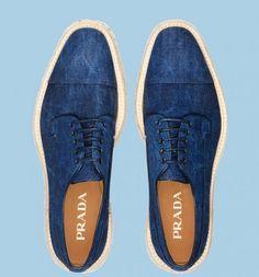 Dall'estro e creatività di Miuccia Prada sono nate per la Primavera Estate 2012 le nuove Denim Lace up shoes http://www.blogforshop.com/2012/03/09/denim-lace-up-shoes-di-prada/