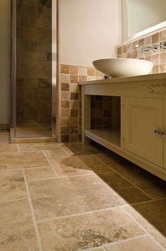 Pavimento per bagno in pietra rustica