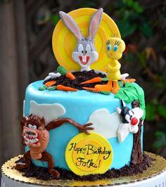 Traylor Made Treats: Looney Tunes cake