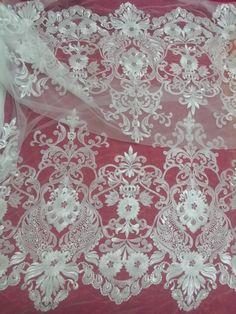 Купить 2015 последние вышитые кружевной отделкой африки кружевной ткани металлик кружева от белого и тюль ткань для свадебного платья 15 ярдыи другие товары категории Кружевов магазине Lucy & LilyнаAliExpress. кружевом свадебное платье атласные и кружевной ткани для платьев