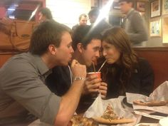 30 Funny Photos Proving Being a Third Wheel is Not Fun At All - bemethis Funny Couple Images, Couples Images, Funny Couples, Funny Images, Funny Photos, Meme Pictures, Reaction Pictures, Draw Your Oc, Draw The Squad